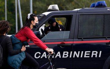 Shqiptari i kërkon policisë italiane që ta burgosin sepse jeta