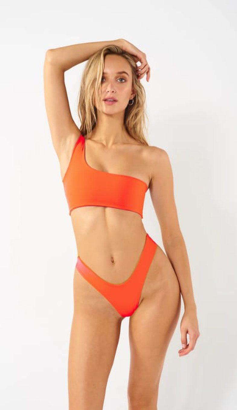 Nëse jeni minimaliste do t'i adhuroni këto modele rroba banjosh