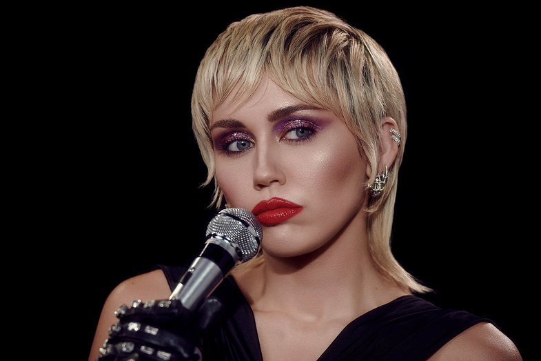 Miley Cyrus u kërkoi njerëzve t'u dërgonin