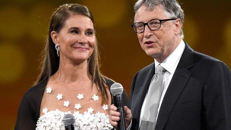 Bill Gates dhe bashkëshortja e tij i japin fund martesës pas 27