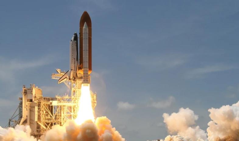 Raketa kineze jashtë kontrollit pritet të bjerë në