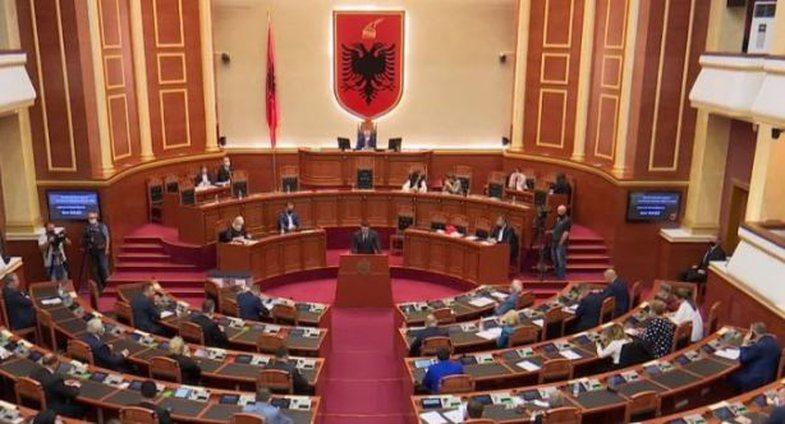 Kuvendi i Shqipërisë voton pro shkarkimit të presidentit Meta!