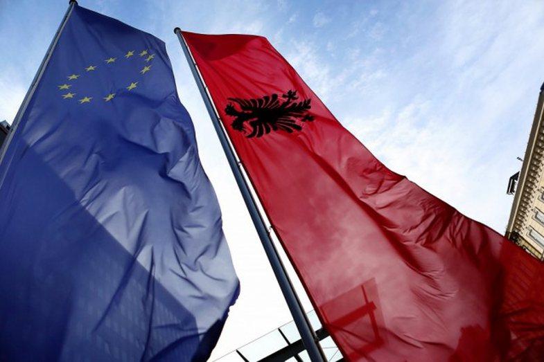 Udhëtimet: Bashkimi Europian hap kufijtë me Shqipërinë