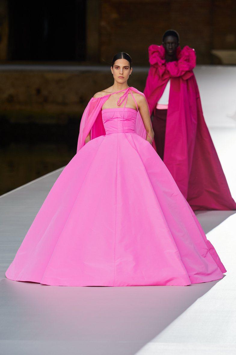 Magji në Venecia: Ngjyrat e paharrueshme të Valentino-s