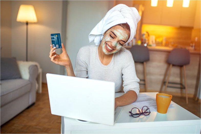 Karta e duhur për ju nëse bëni blerje online