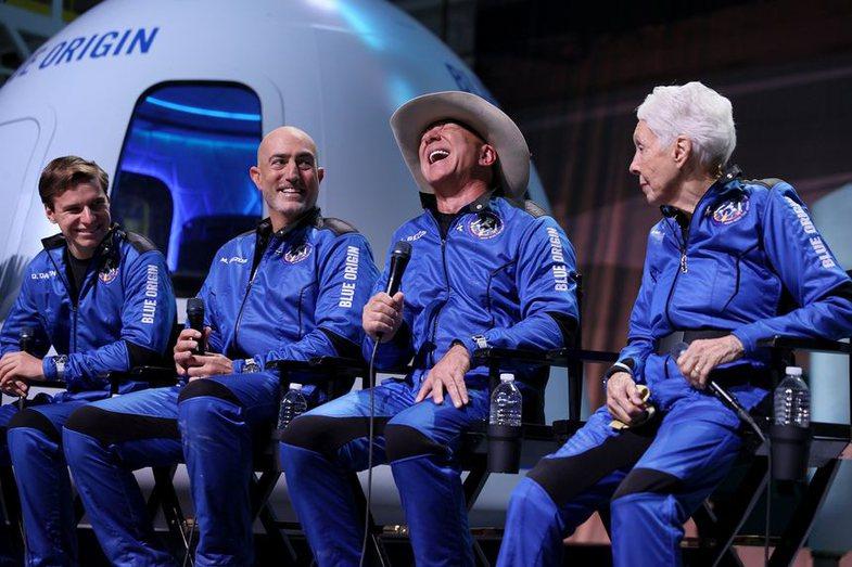 Nga pamjet te kritikat: Fluturimi historik 11-minutësh i Jeff Bezos në