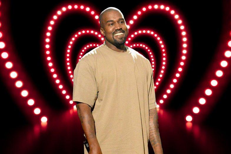Kanye West rikthehet në Instagram pas 3 vitesh dhe ndjek vetëm 1