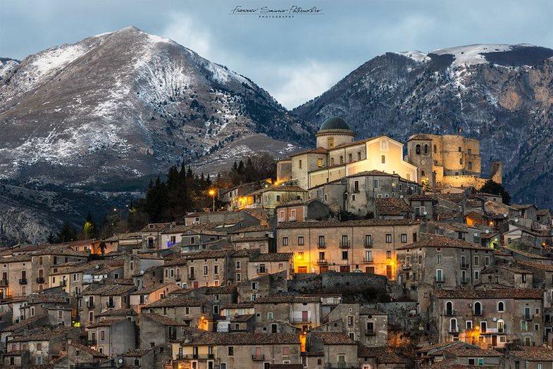 Italia mund t'ju japë €28,000 për të jetuar në