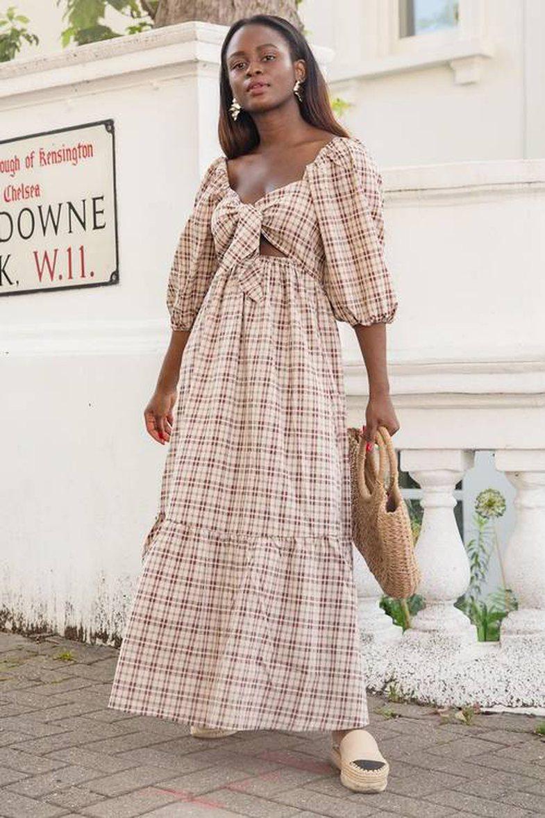 Këto lloj fustanesh mund t'i vishni nga gushti deri në tetor!