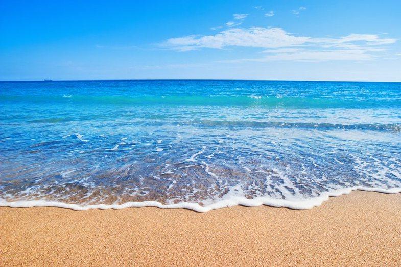 Nga flladi i lehtë, te rëra dhe deti: Pse plazhi është kaq i