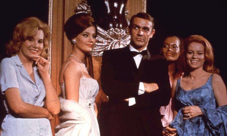 Regjisori thotë se në filmat e hershëm, James Bond ishte në