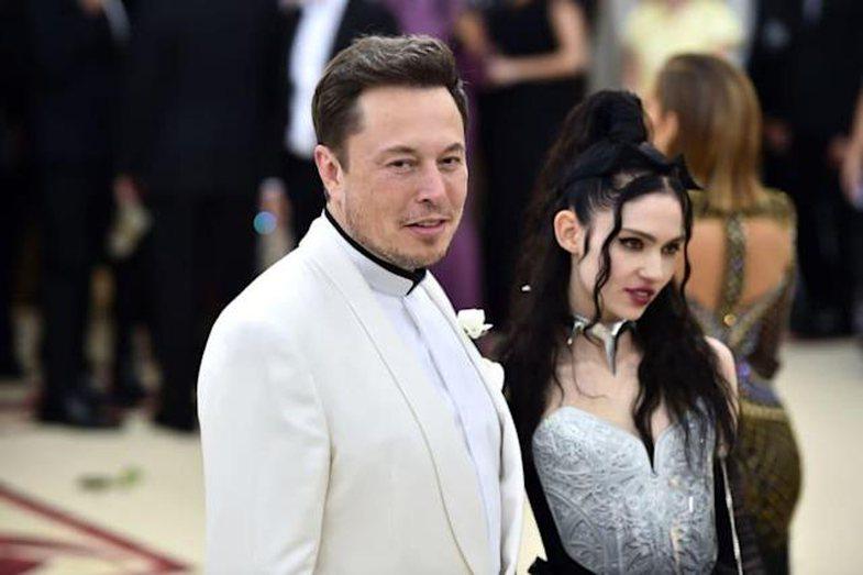 Elon Musk thotë se ai dhe Grimes janë gjysmë të ndarë