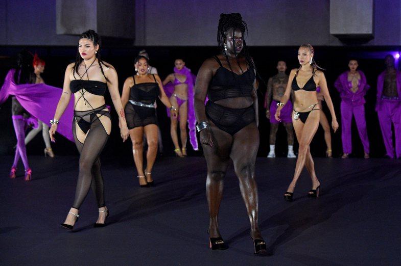 Savage X Fenty: Koleksioni dhe të pranishmit në sfilatën e