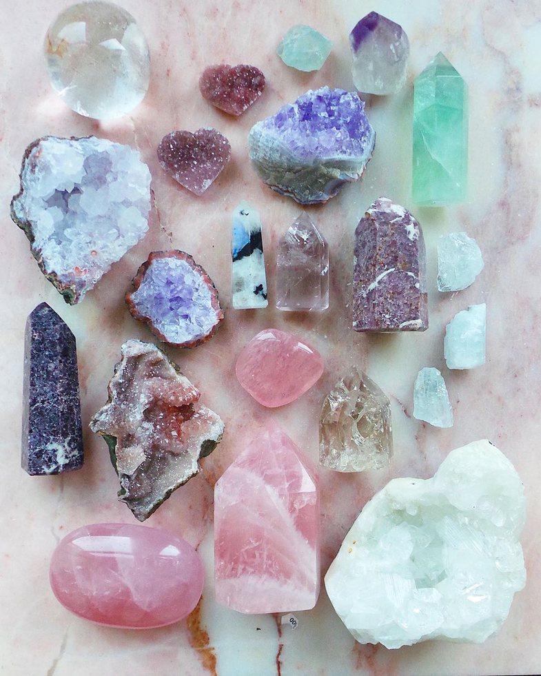 Kristalet që ju largojnë energjinë negative, bazuar te shenja e