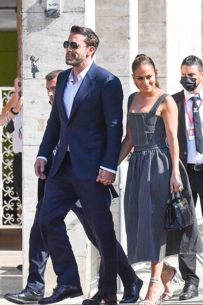 Çfarë të vishni nëpër takime frymëzuar nga J.Lo,