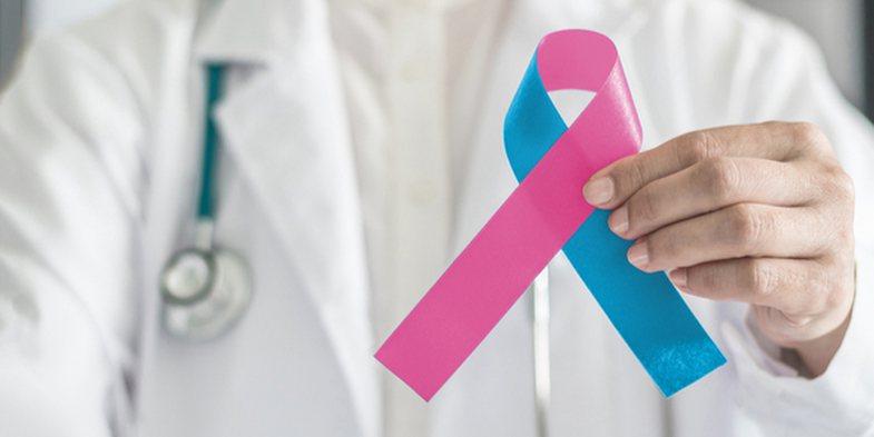 Cilat janë shenjat paralajmëruese të kancerit të gjirit, te